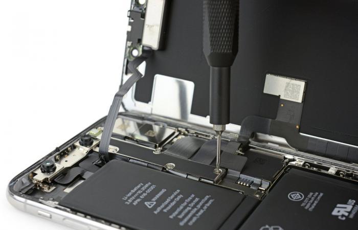 تقرير: آبل قد تزود هواتف آيفون للعام المقبل ببطاريات أكبر حجمًا
