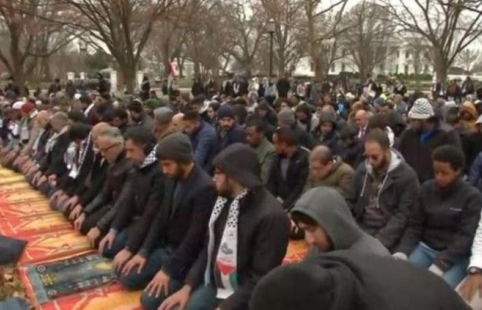 صلاة الجمعة أمام البيت الأبيض احتجاجاً على قرار القدس