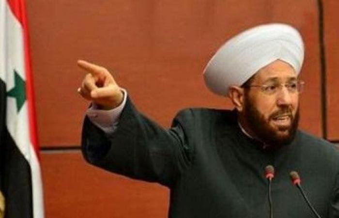 بسبب ما أعلنه في طهران.. أنصار الأسد يهاجمون مفتيه