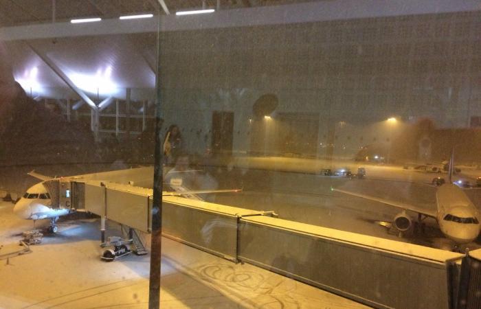 بريطانيا.. عاصفة ثلجية تشل الطيران والمواصلات والكهرباء