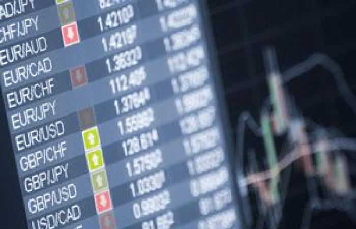 الين الياباني ينخفض إلى أدنى مستوياته في ثلاثة أسابيع بالرغم من ضعف الدولار