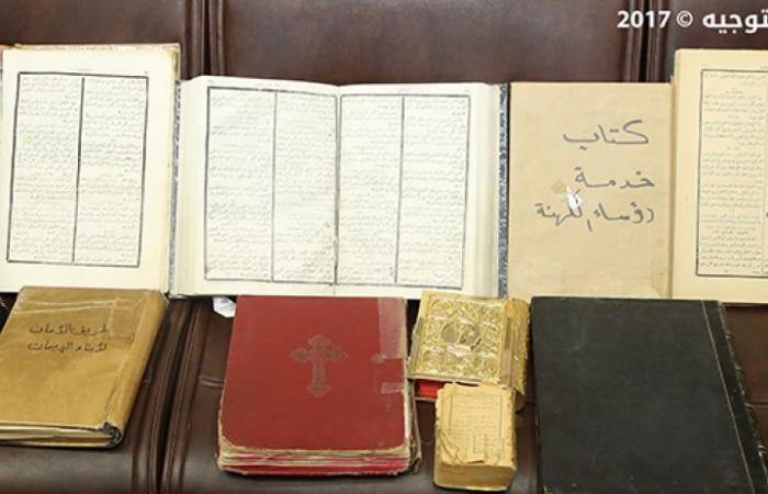 بالصور: أهالي عرسال يسلمون الجيش اللبناني جرس دير معلولا و11 كتاباً دينياً قديماً