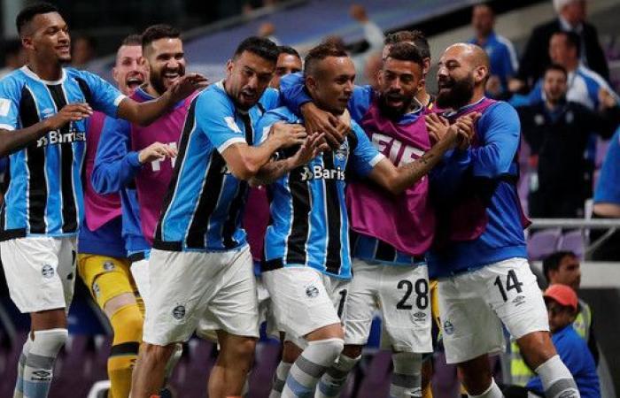 غريميو يطير إلى نهائي كأس العالم للأندية