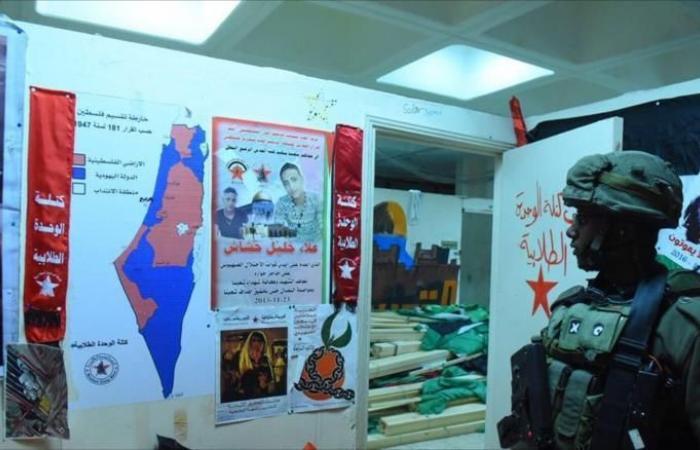 غارات بغزة وإغلاق معابرها واعتقالات بالضفة