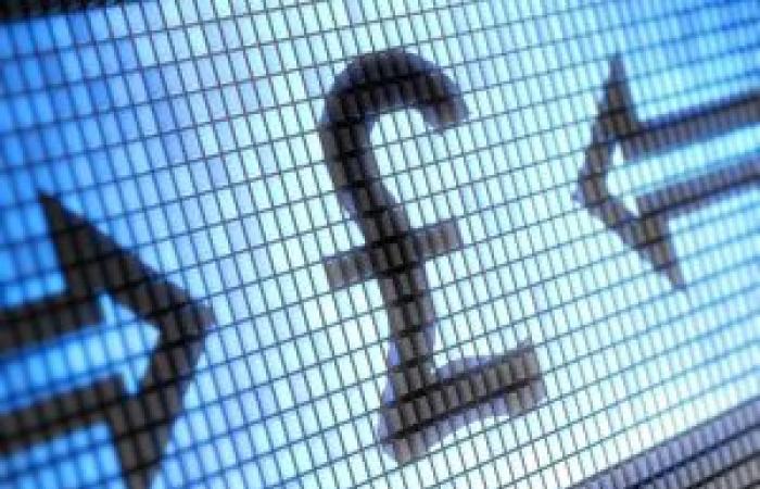 ارتفاع العملة الملكية الجنية الإسترليني أعلى حاجز 1.35 لكل دولار أمريكي في أخر جلسات 2017