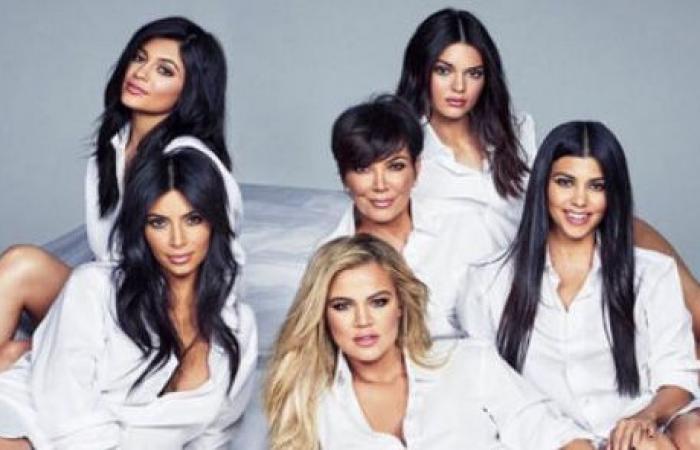 بين اللبناني والخليجي.. جميلات عائلة Kardashian تألّقن بحفلة عيد الميلاد!