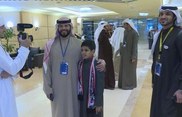 الاتحاد الإماراتي يكرم طفلا كويتيا قبل مواجهة المنتخبين