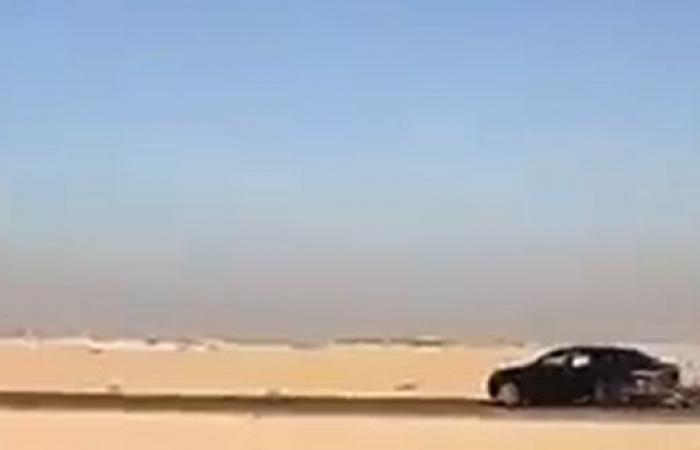 فيديو.. مفحط يتسبب في اصطدام عدة سيارات ويفر هارباً