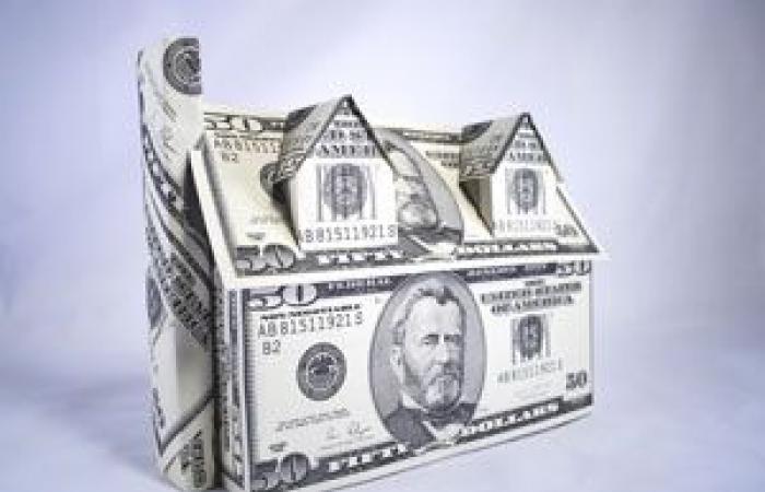 الدولار الأمريكي يستأنف خسائره قبيل بيانات قطاع الإسكان