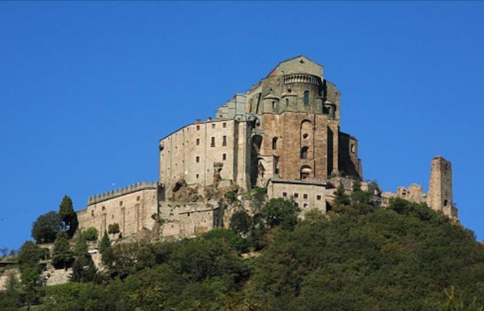 احتراق دير ألهم الروائي أمبرتو إيكو في إيطاليا