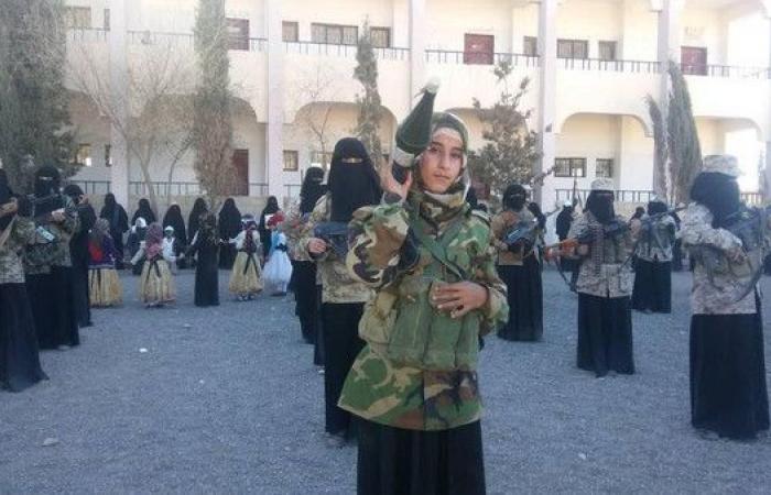 اليمن.. الحوثي يقتحم مدرسة ويجبر طالبات على حمل السلاح