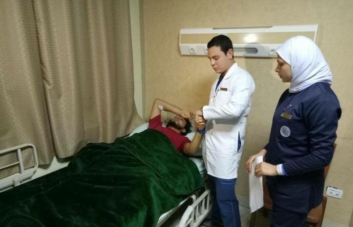 بالصور.. مصابو تفجير بنغازي في مصر لتلقي العلاج