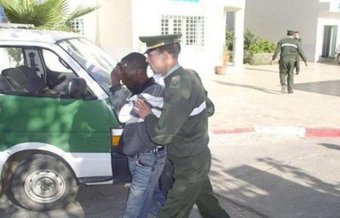 """""""موبايل"""" يفجر معركة بين جزائريين وأفارقة ويخلف 60 جريحا"""