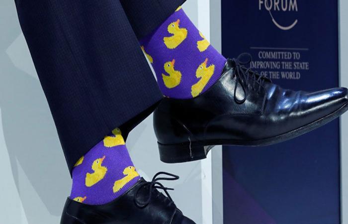 """ما سر ارتداء رئيس وزراء كندا """"جوارب البط""""؟"""
