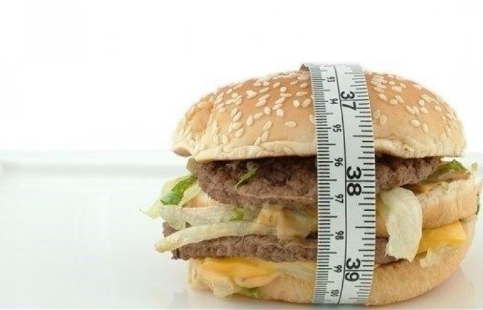 كيف تساعد طفلك على التعامل مع زيادة وزنه؟