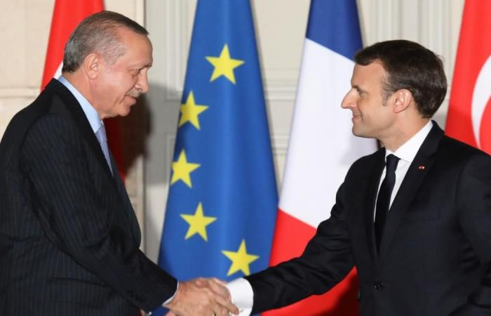 أردوغان لماكرون: لا أطماع لتركيا بدول أخرى
