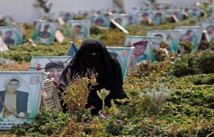 احتفالات ميليشيا الحوثي بالموتى.. تفضح خسائرها الكبيرة