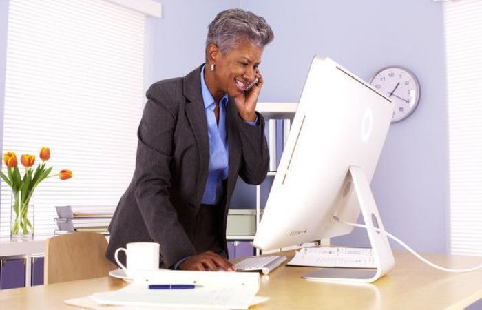 تحذير.. هكذا تؤثر المكاتب المرتفعة على الموظف!