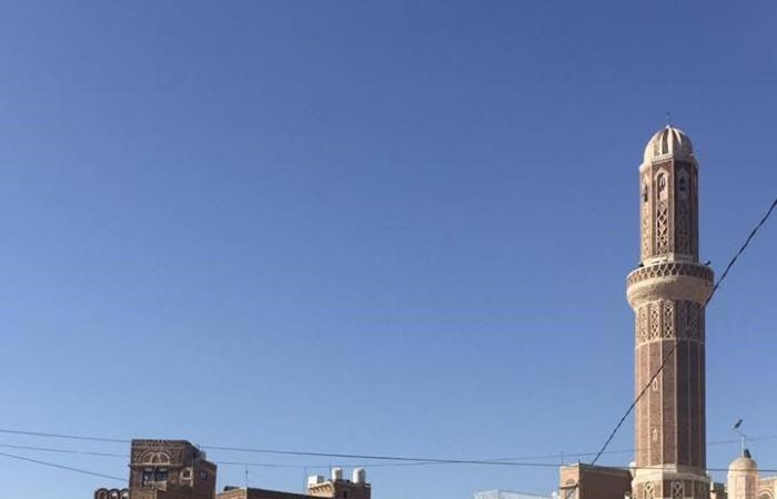 بالصور.. قصة بائع شاي في صنعاء رثاه اليمنيون