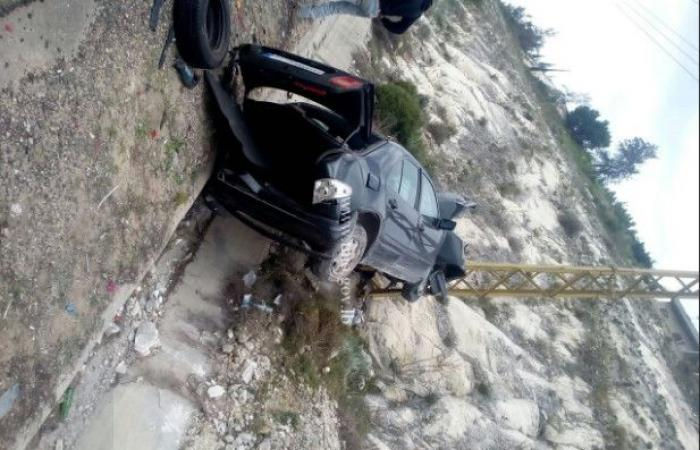 بالصور.. اصطدام سيارة بعمود كهرباء في الصرفند