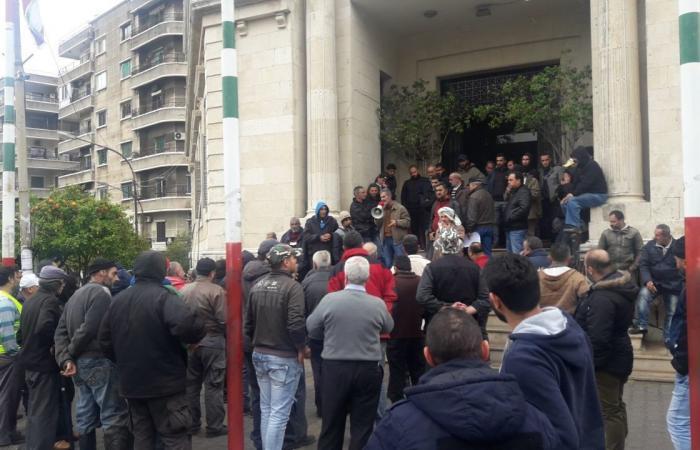 عمّال بلدية طرابلس اعتصموا مطالبين بحقوقهم