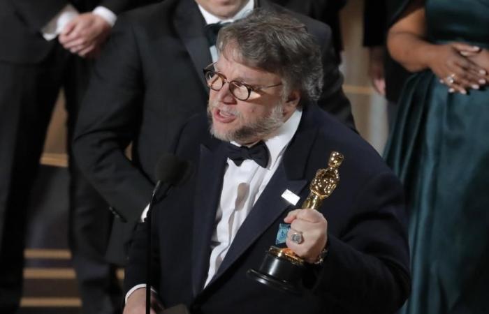 """""""ذي شايب أوف ووتر"""" يفوز بأوسكار أفضل فيلم"""