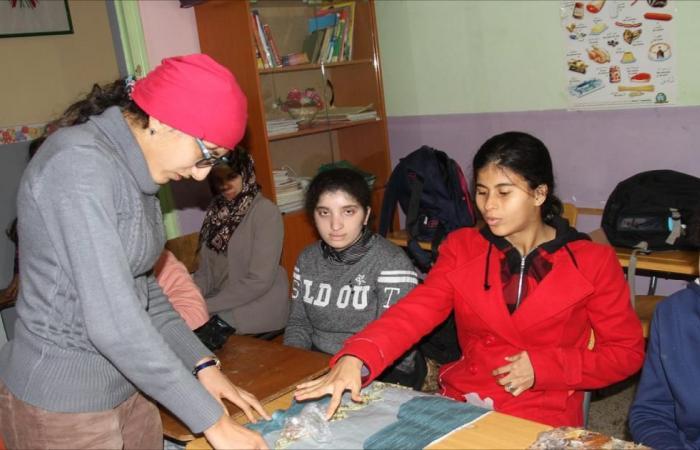 مرضى الديسفازيا بالجزائر يواجهون المعاناة بالإبداع