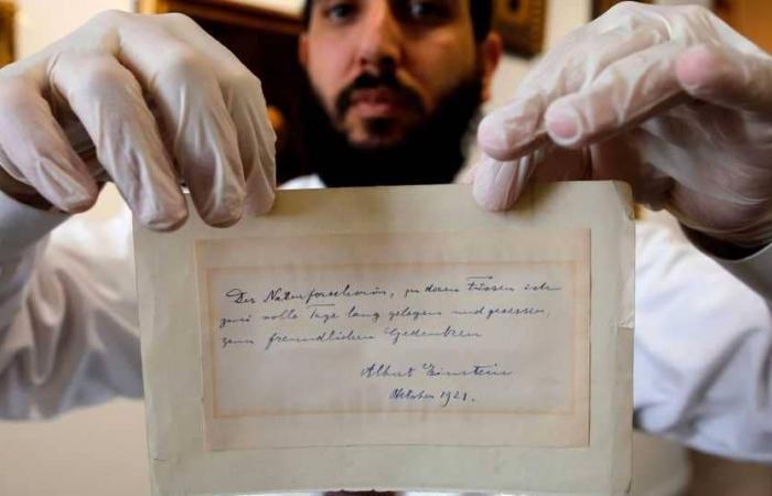 بيع رسالة بخط يد أينشتاين بـ6100 دولار… ماذا جاء فيها؟