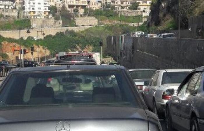بالصورة.. زحمة سير خانقة عند جسر قلعة طرابلس!