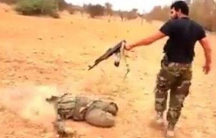 """ليبيا.. احتجاجات تطالب بإطلاق الورفلي """"ضابط الإعدامات"""""""
