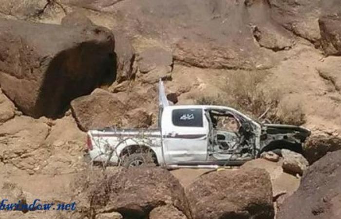 صور.. قذيفة حوثية تستهدف فريق الهلال الأحمر اليمني