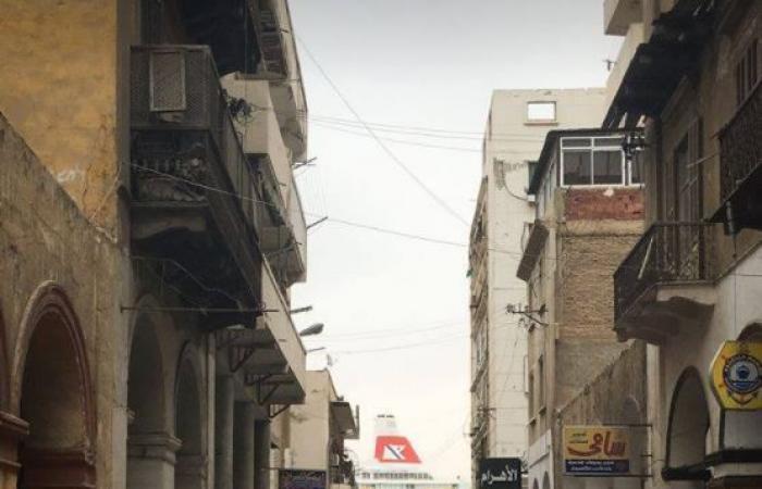 قصة مبنى فخم يغلق الشارع الأهم في بورسعيد المصرية