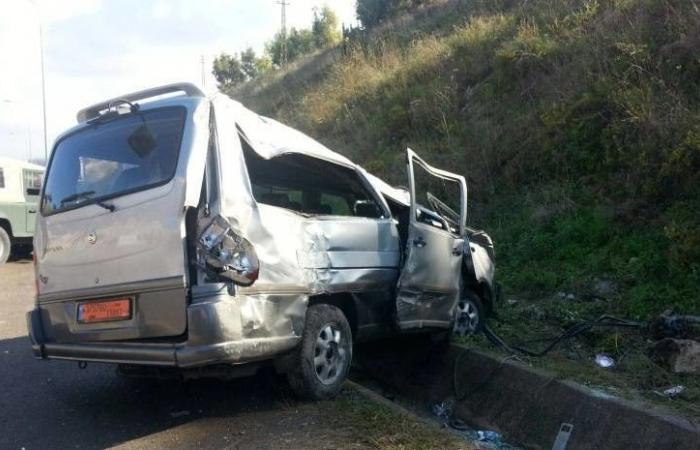 """3 جرحى بحادث سير بين آلية عسكرية و""""فان"""" في الكرنتينا"""