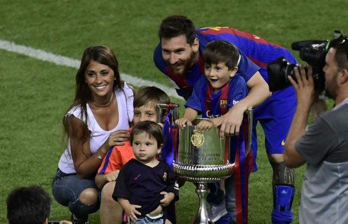 صورة جديدة لميسي مع أبنائه وطفله الجديد