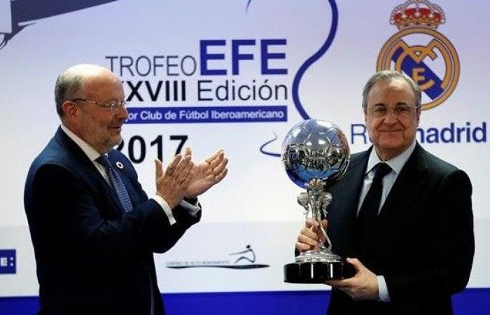 """بعد جائزة """"نادي القرن"""".. ريال مدريد يتسلّم جائزة """"الكرة الفضية"""""""