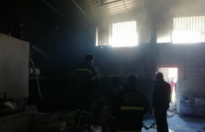 بالصور.. حريق داخل مصنع للطلاء في المتن!