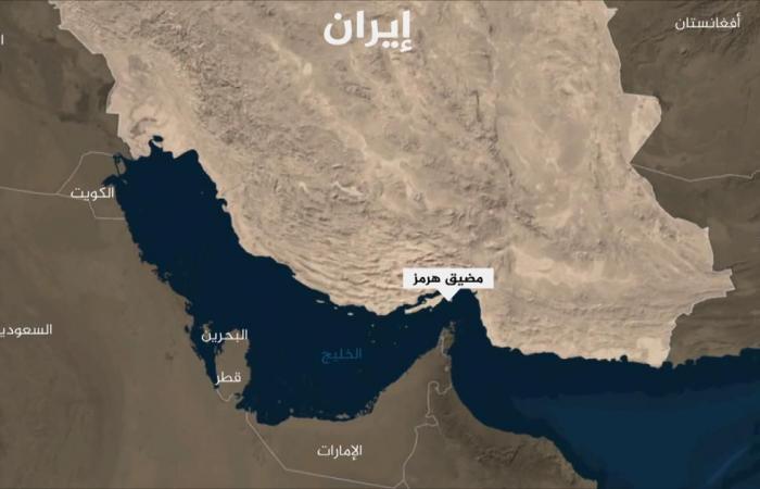 إيران تحتجز زورقا إماراتيا يهرب الوقود