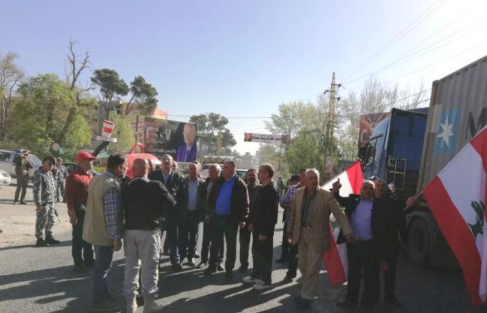 العسكريون المتقاعدون يعتصمون في شتورة والعبدة