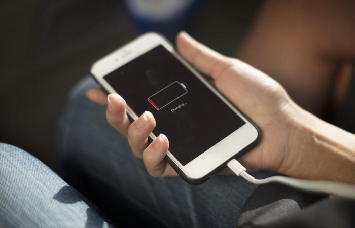 طرق إصلاح مشاكل استنفاد شحن البطارية بالهواتف الذكية