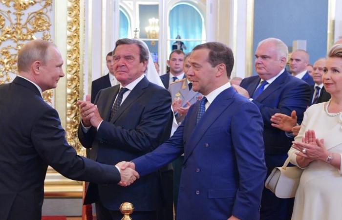 بوتين يرشح مدفيدف لتشكيل الحكومة الجديدة القديمة