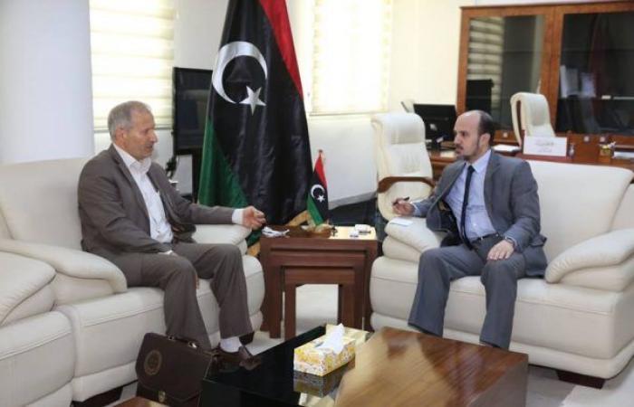 عماري يبحث مع رئيس المجلس المحلي درنة الوضع العام داخل المدينة