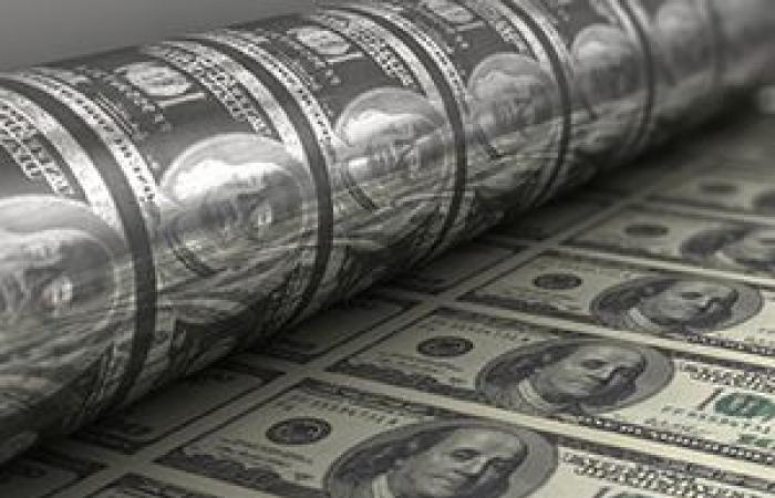 الدولار ينزل من أعلى مستوى فى 5 أشهر قبيل بيانات التضخم الأمريكية
