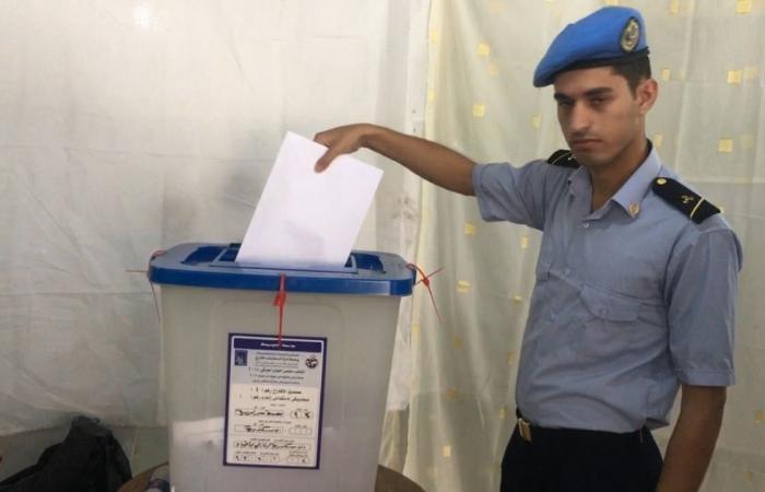 أبناء الجالية العراقية يصوتون في الانتخابات البرلمانية بمقر الإسكندرية