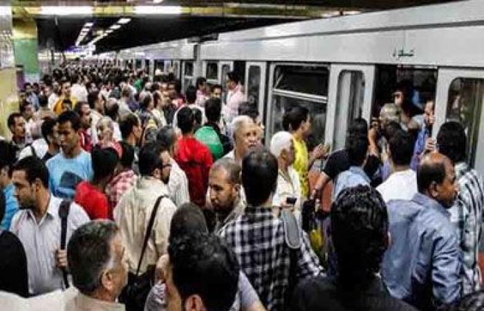 «شرطة النقل» تنفي اقتحام المواطنين لبوابات المترو.. وتؤكد تواجدها لتأمين الركاب