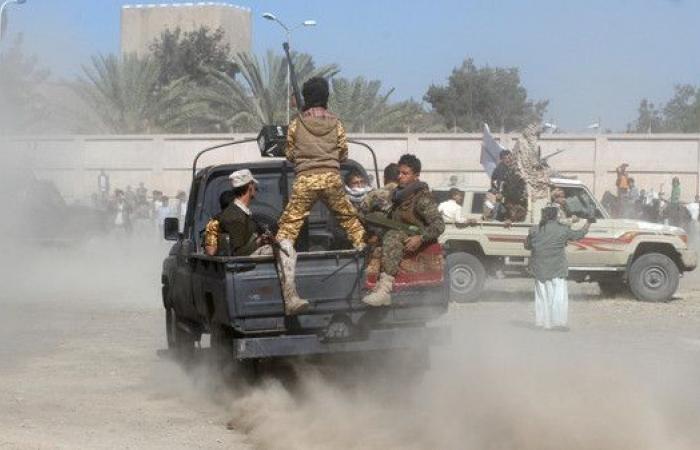 فرار قيادات أمنية حوثية في الحديدة والمليشيا تطيح بمشرف المحافظة