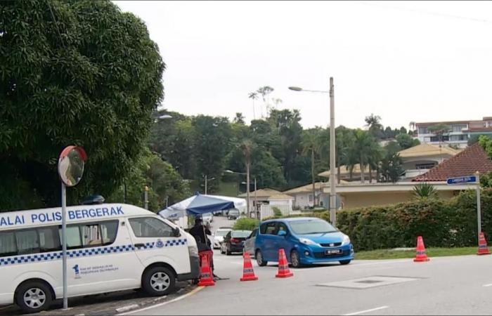 ماذا ضبطت الشرطة الماليزية بمنزل رئيس الوزراء السابق؟