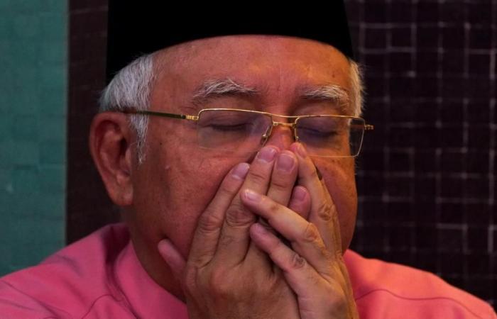 رئيس وزراء ماليزيا السابق مهدد بالسجن