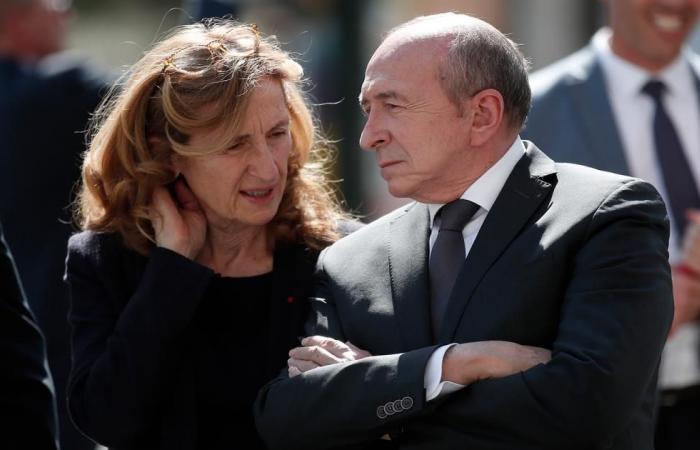 """وزير داخلية فرنسا """"مصدوم"""" لظهور طالبة محجبة على التلفاز"""