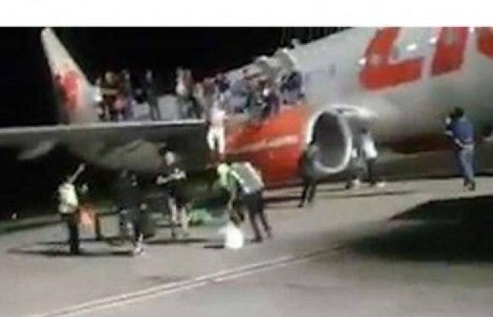 """هلع ورعب على متن طائرة بسبب """"نكتة""""!"""