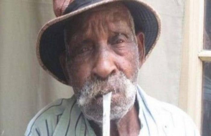 افريقي عمره 114 سنة ينوي الإقلاع عن التدخين !